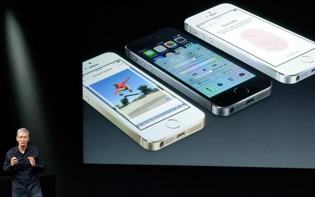 Tim Cook, CEO of Apple, introduces the iPhone 5s (Photo: Marcio Jose Sanchez/Associated Press)
