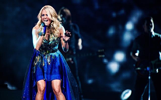 Carrie Underwood Sunday Night Football Performance 28 Images