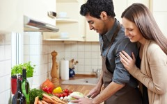 How to impress a woman in the kitchen (Photo: Robert Kneschke/Shutterstock)