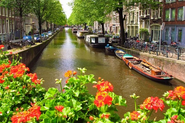 Above: The picturesque canals of the Jordaan, Amsterdam (Photo: Amy Laughinghouse)