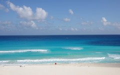 Above: The turquoise water of Caribbean sea, Cancun, Mexico (Photo: gumbao/Shutterstock)