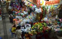 People shopping at the Ben Thanh Market in Ho Chi Minh, Vietnam (Photo: Tang Yan Song)