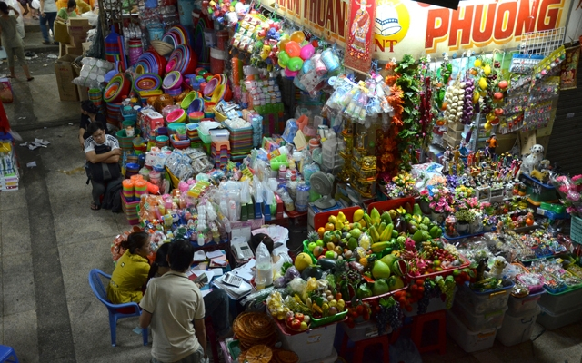People shopping at the Ben Thanh Market in Ho Chi Minh, Vietnam (Photo: Tang Yan Song)