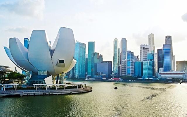 View of Singapore from the Helix bridge (Photo: joyfull/Shutterstock)