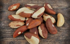 Nuts have been shown to help lower cholesterol (Photo: Volosina/Shutterstock)