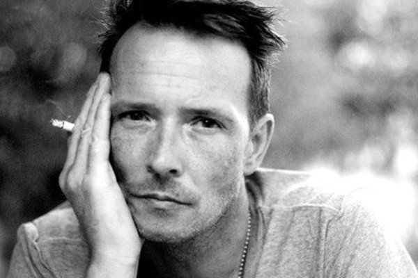 Above: Former Stone Temple Pilots frontman Scott Weiland dies at 48