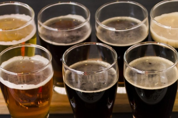 Learn how to throw a beer-tasting party (Photo: urbanlight/Shutterstock)