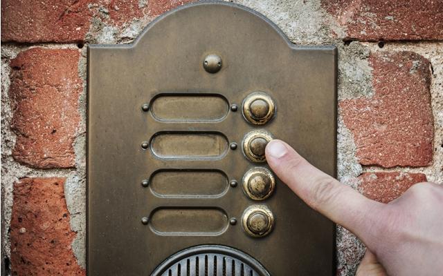 Ways to make your home date-friendly (Photo: ueuaphoto/Shutterstock)