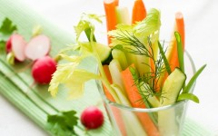 Take a smart approach to snacking (Photo credit: Wiktory/Shutterstock)