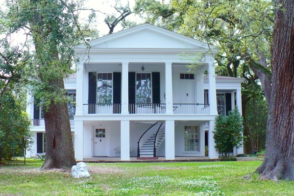 Above: The Oakleigh Historic Complex in Mobile, Alabama