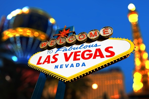 Ready to check out the cabana scene in Las Vegas? (Photo: somchaij/Shutterstock)