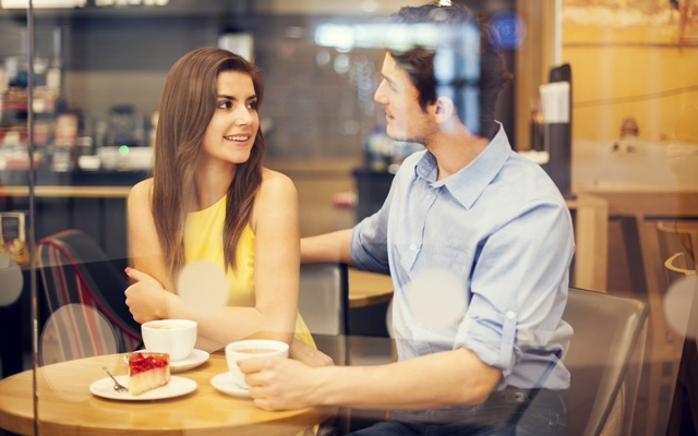 First dates are like job interviews (Photo: gpointstudio/Shutterstock)