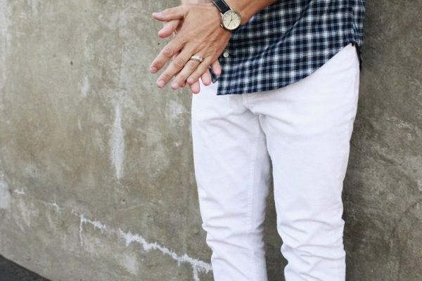 Ready to put on a pair of white jeans? Here are some basics rules to consider: (Photo: theidleman)