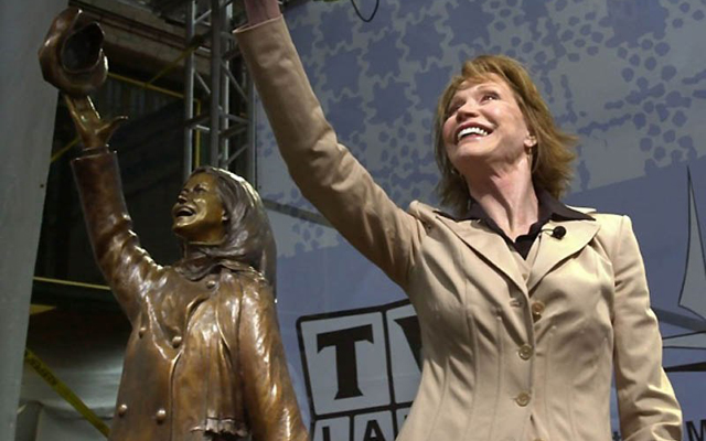 12 Things You Didn't Know About Mary Tyler Moore - Statue